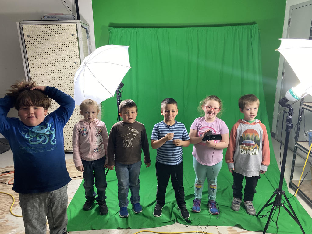 Kinders & green screen!